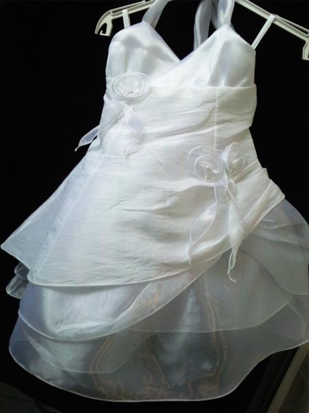 Robe à DOS NU pour les filles en taffetas blanc imitation soie froissées