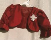 """BOLEROS """"Pétales"""" Les BOLEROS """"PETALES"""" s'harmonisent avec tous les modèles de la collection La COUPE est SUPERBE ! La manche ballonnée habille bien : l'épaule rentre à l'intérieur du ballonné et le boléro s'emboîte en restant légèrement entre-ouvert pour laisser voir la robe."""