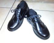 CHAUSSURES NOIRES avec lacets BOUTS RONDS Coloris NOIR MAT - Modèle à Bouts RONDS avec lacets, modèle confortable pour pieds un peu plus large : idéal pour toutes CEREMONIES.