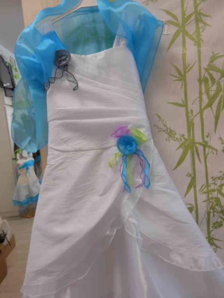 """Robe Tulipe - ORIGINALITE, ELEGANCE et CHIC pour ce modèle, plus """"traditionnel"""" ! Robe en Taffetas UNI, imitation soie froissée, avec volant en Voile d'Organza,"""