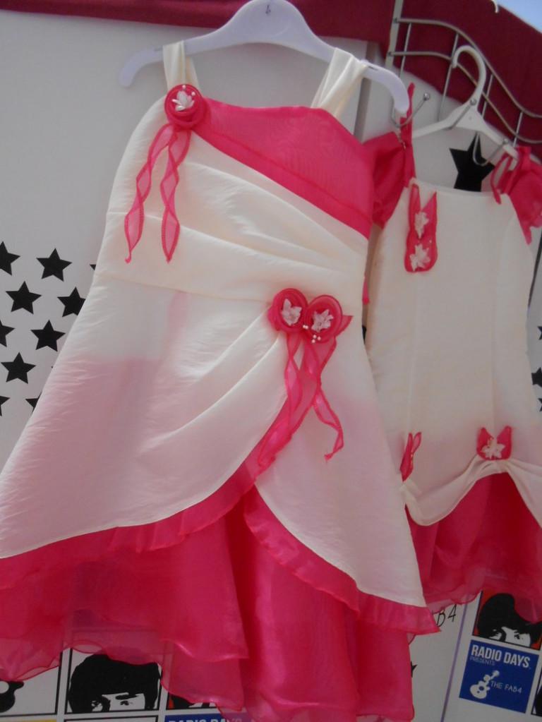 """Robe Tulipe Fuchia - ORIGINALITE, ELEGANCE et CHIC pour ce modèle, plus """"traditionnel"""" ! Robe en Taffetas UNI, imitation soie froissée, avec volant en Voile d'Organza,"""