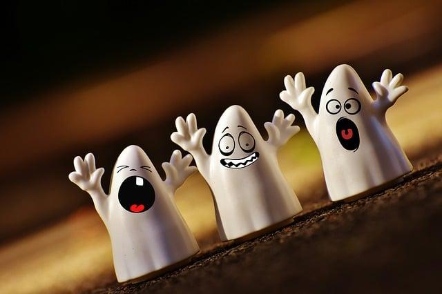 Pendant Halloween des fantômes viennent vous hanter déguisez vous pour les en empecher
