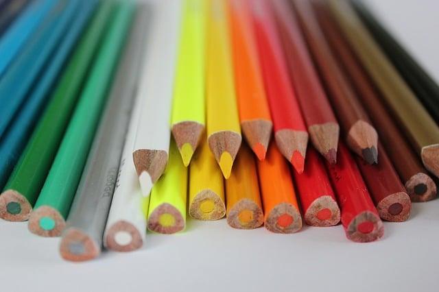 occuper des enfants dans un mariage avec des dessins et des coloriages